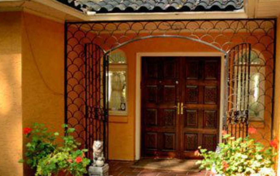 Η είσοδος του σπιτιού που ο Ali έζησε με την οικογένιά του 3 από τα πιο πετυχημένα και ενεργά χρόνια της καριέρας του.