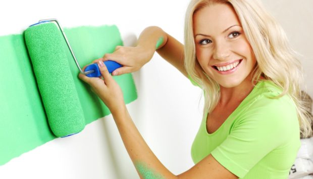 """""""Πώς μπορώ να βάψω το σπίτι μου χωρίς να μυρίσει ολόκληρο;"""""""
