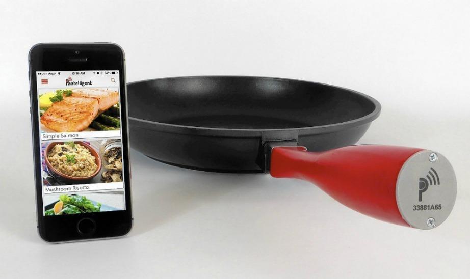 Το τηγάνι διαθέτει αισθητήρα που επικοινωνεί με την εφαρμογή του κινητού σας και σας ενημερώνει για τη θερμοκρασία του φαγητού σας.