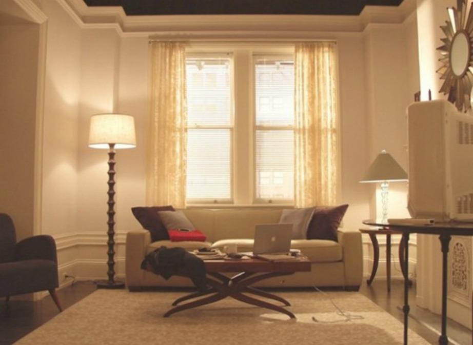 Το ψηλοτάβανο σαλόνι της Miranda.