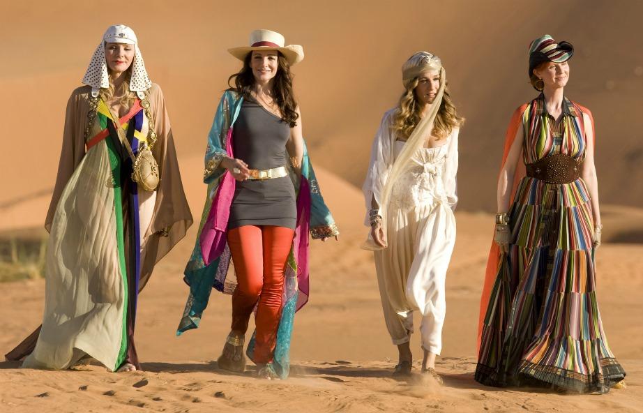 Οι 4 γυναίκες έκαναν πολλά από τα γυρίσματά τους στα 4 διαμερίσματά τους αλλά και σε εξωτερικούς χώρους. Στην πρώτη ταινία επισκέπτονται το Abu Dhabi ενώ στον τελευταίο κύκλο της σειράς η Carrie μετακομίζει για λίγο καιρό στο Παρίσι.