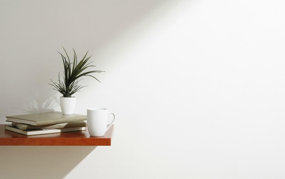 Οι καθαροί τοίχοι θα αναδείξουν τη διακόσμηση ολόκληρου του σπιτιού.