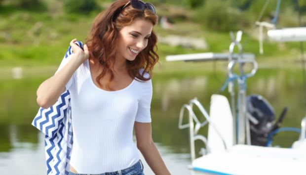 Φορέστε το Λευκό T-Shirt σας με 16 Διαφορετικούς Τρόπους
