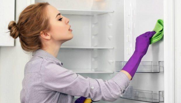 Βήμα-Βήμα Όλα Όσα Πρέπει να Κάνετε για Πεντακάθαρο Ψυγείο