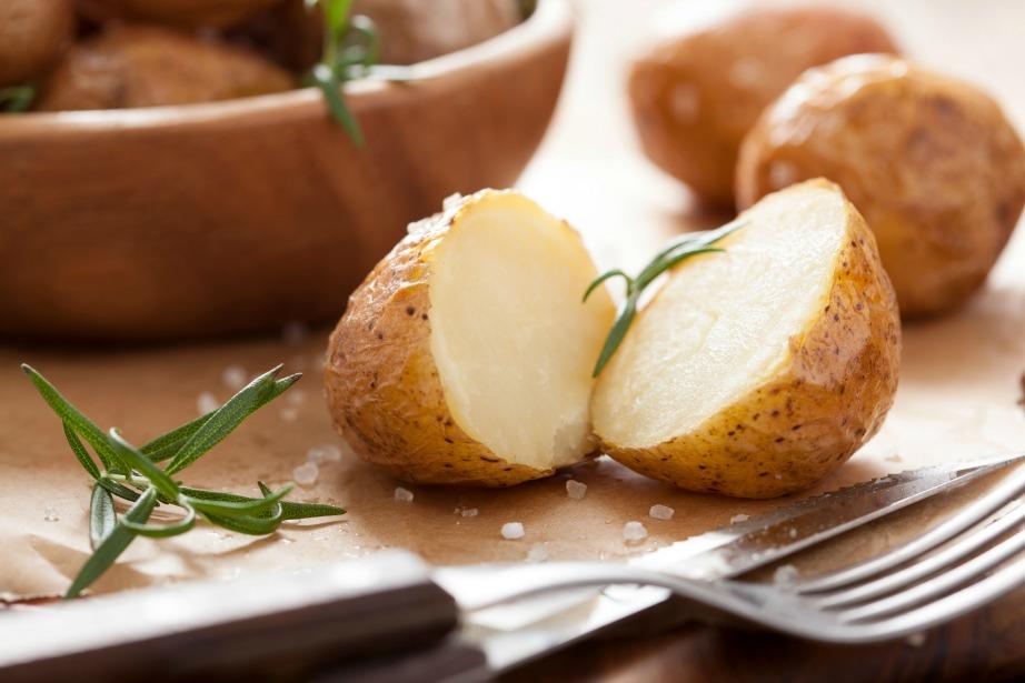To ζέσταμα της πατάτας μπορεί να αναπτύξει βακτήρια επικίνδυνα για τον οργανισμό.