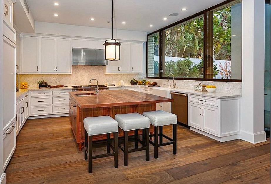 Μπορεί τα μαγείρεμα να είναι άγνωστη λέξη για την Kendalla Jenner ωστόσο προνόησε για τις ιδανικές συνθήκες εργασίας του μάγειρά της.