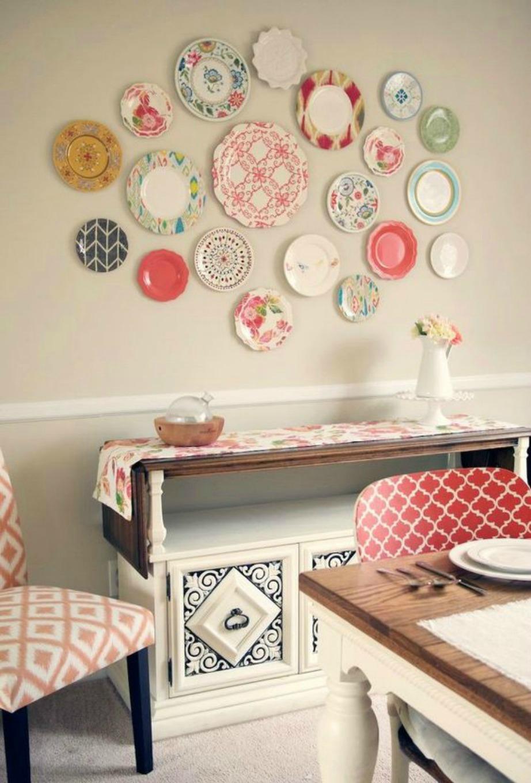 Η χρωματική αρμονία των επίπλων αλλά και των πιάτων θα δημιουργήσει το τέλειο αποτέλεσμα.