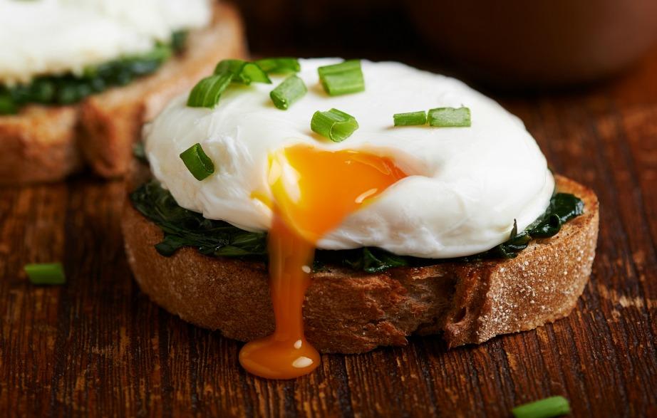 Ομοίως με τα μανιτάρια έτσι και τα αβγά, εξαιτίας της πρωτεΐνης που περιέχουν απαγορεύεται να ξαναζεσταθούν.