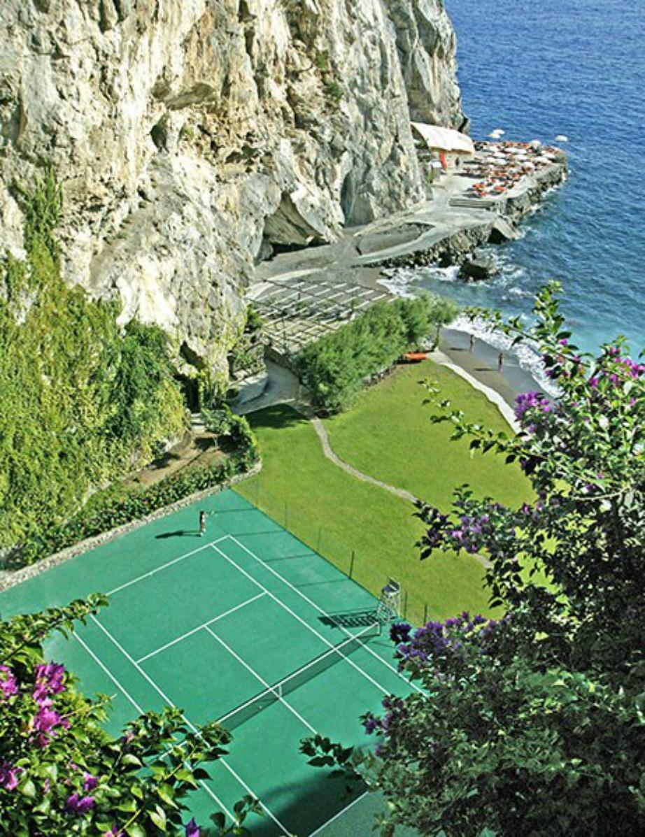 Από τα πιο γραφικά γήπεδα και βρίσκεται στη Μεσόγειο.