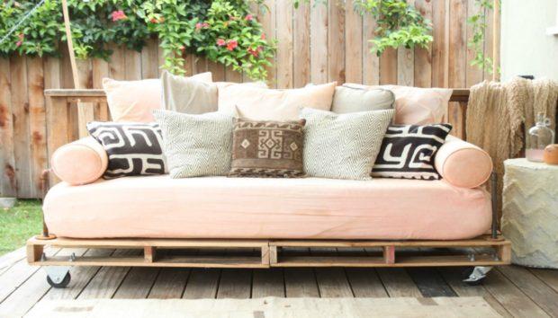 Φτιάξτε τον Δικό σας Καναπέ για το Σαλόνι με τον Πιο Οικονομικό Τρόπο