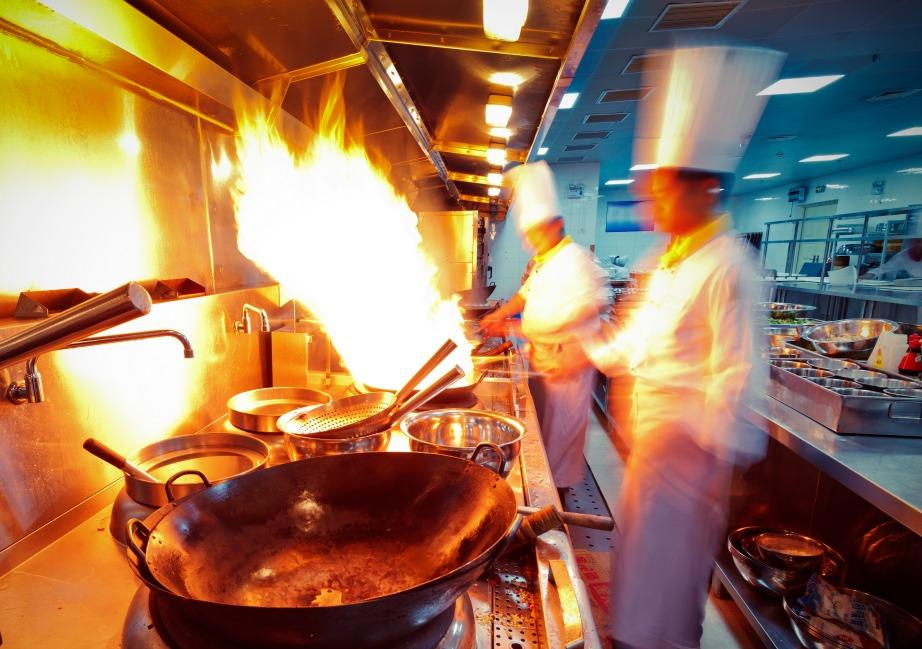 Επικίνδυνο επάγγελμα αυτό του σεφ και με μεγάλη ευθύνη.