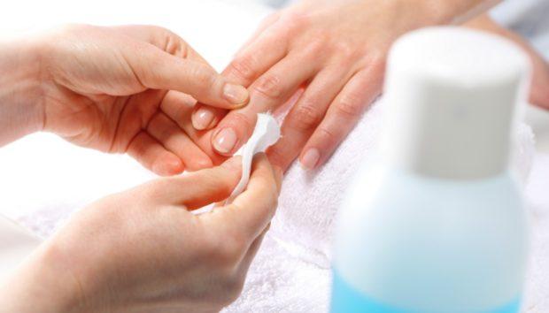Ασετόν: 6 Χρήσεις του που δεν Έχουν να Κάνουν με τα Νύχια σας