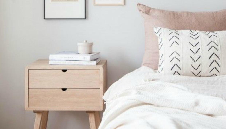 b6c5c228f475 Αυτός Είναι ο Λόγος που Πρέπει να Βάλετε Ξύλινο Κομοδίνο στο Δωμάτιό  σαςspirossoulis.com – the home issue