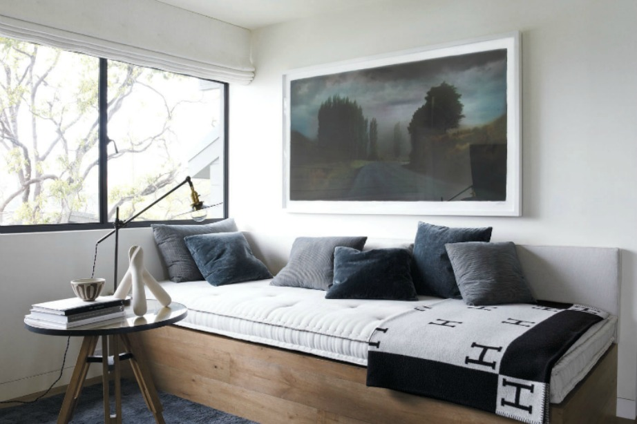 Μια όμορφη cozy γωνιά στο κυρίως υπνοδωμάτιο.