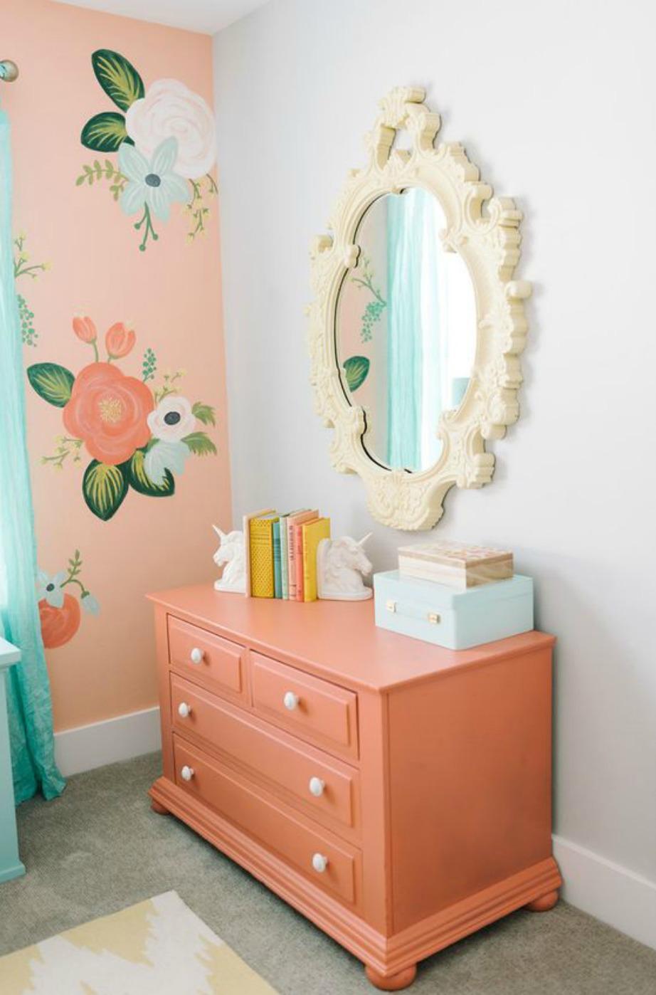 Επιλέξτε φλοράλ ταπετσαρία σε συγκεκριμένες γωνιές του δωματίου σας.