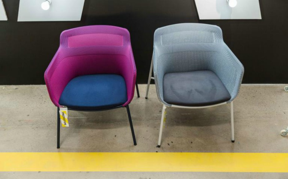 See-through πολυθρόνες με 3D ύφανση σε σχεδιασμό της Sarah Fager.