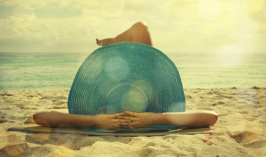 Χαρείτε τον ήλιο αλλά με προστασία. Δεν αρκεί να βάλετε αντηλιακό σε όλο το σώμα και όχι στις πατούσες ή στα χέρια. Δώστε μεγάλη προσοχή στα σημεία που είναι ιδιαίτερα ευαίσθητα.