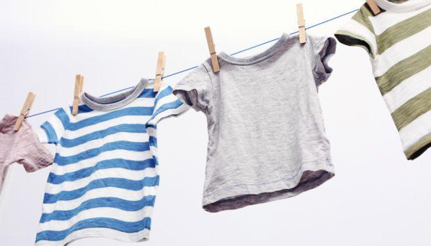 Ο Εύκολος Τρόπος για να Επαναφέρετε τα Ρούχα που «Μπήκαν» στο Πλύσιμο (VIDEO)