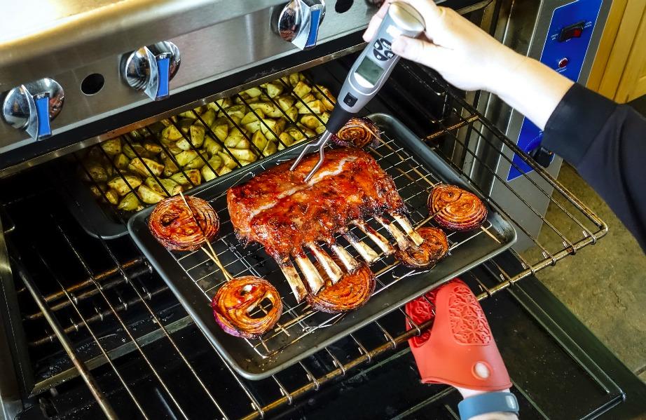 Η σχάρα του φούρνου μαζεύει πολύ βρομιά λόγω τη συχνής χρήσης της. Μπορείτε όμως να την καθαρίσετε με τον πιο απλό τρόπο.