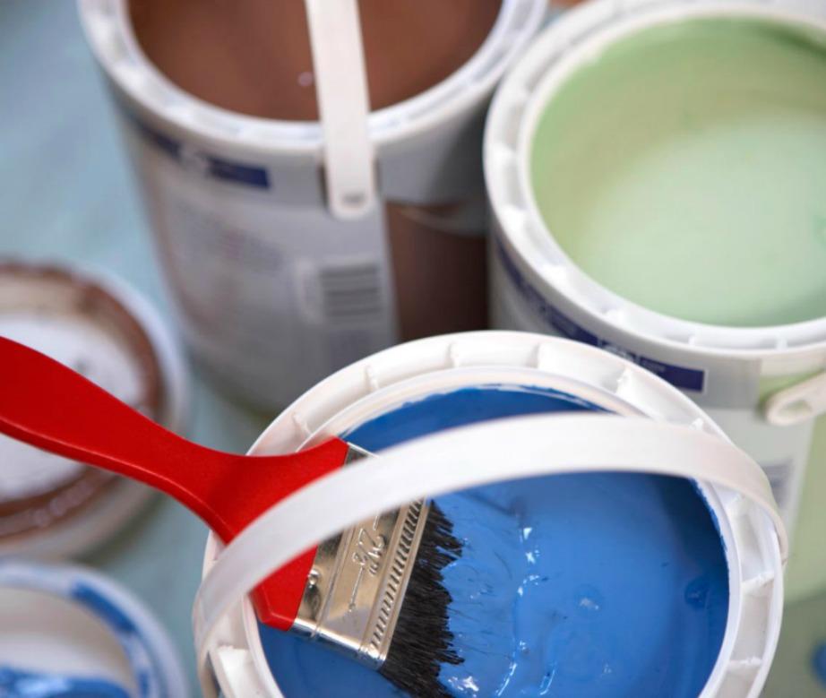 Αν έχετε σκοπό να βάψετε και άλλα δωμάτια φροντίστε να ρίξετε μια βανίλια μέσα σε κάθε δοχείο μπογιάς. Θα βοηθήσει στο να μην μυρίσει έντονα η μπογιά μετά το βάψιμο.