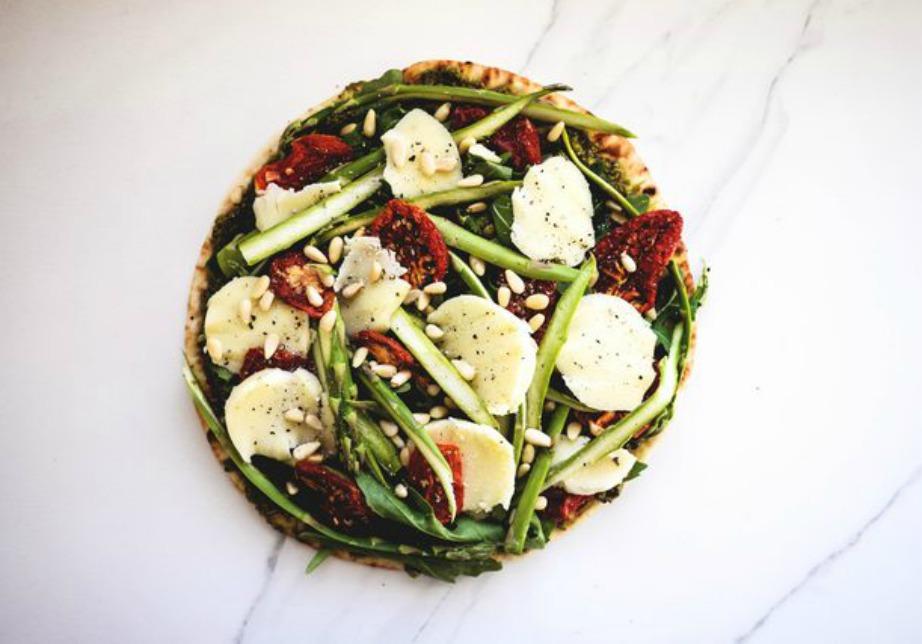 Κάπως έτσι θα είναι η πίτσα σας πριν την ψήσετε.