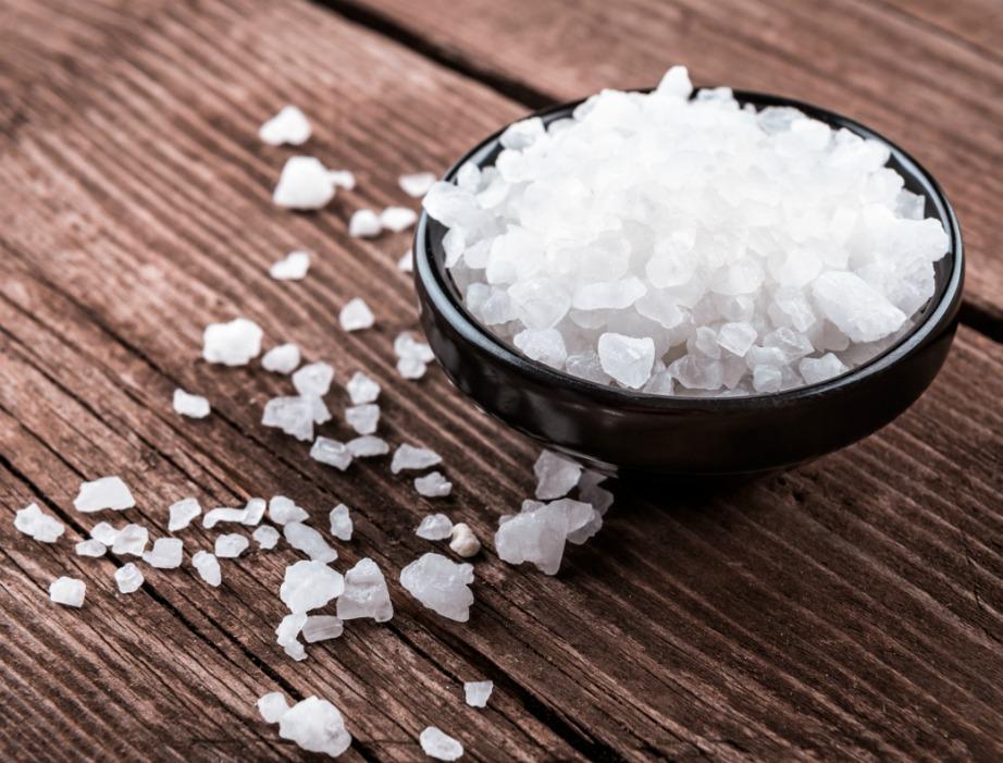 Το χοντρό αλάτι είναι ο σύμμαχος που ψάχνατε ενάντια σε υγρασία και μούχλα.