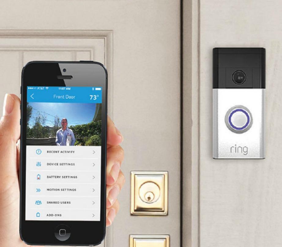 Το κουδούνι Ring wi-fi σας ενημερώνει κάθε φορά που κάποιος χτυπάει το κουδούνι σας, ακόμα και αν εσείς απουσιάζετε.
