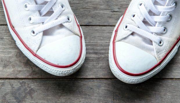 Με Αυτά τα Τρικ οι Άσπρες Σόλες των Παπουτσιών σας θα Αστράψουν