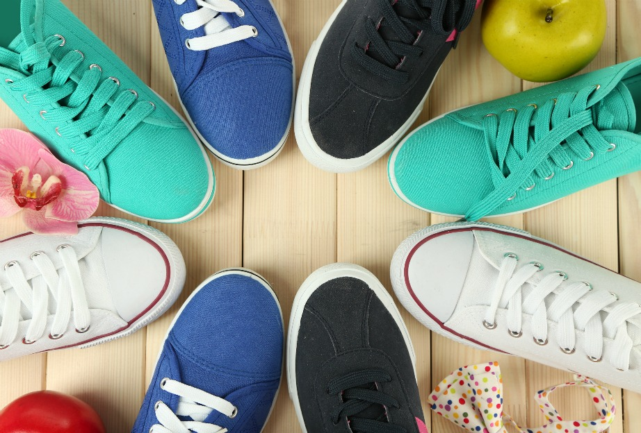 cd12e77d00d Τρία τρικ για να κάνετε τις λευκές σόλες των παπουτσιών σας ...