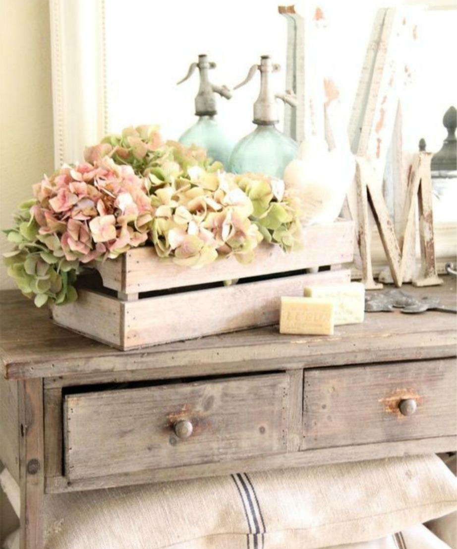 Συνδυάστε παστέλ χρώματα με παλαιωμένο ξύλο για ένα πολύ ενδιαφέρον αποτέλεσμα.