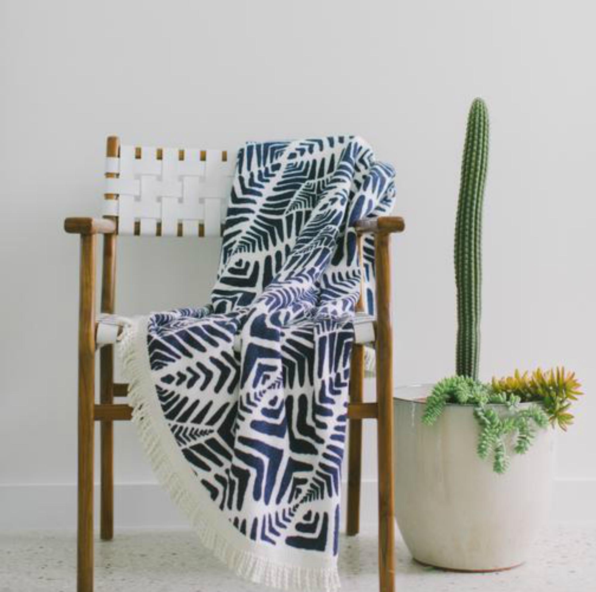 Η στρογγυλή πετσέτα χρησιμοποιείται από πολύ κόσμο και μέσα στο σπίτι ως διακοσμητικό ριχτάρι κυρίως σε εξοχικά σπίτια.