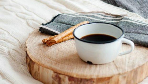 Φτιάξτε 2 Δίσκους με Προσωπικό Μήνυμα για να Σερβίρετε Πρωινό στο Κρεβάτι