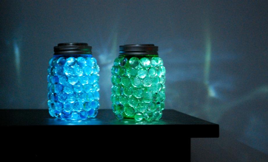 Χρησιμοποιήστε τα βαζάκια ως διακοσμητικά ή σαν κεριά.
