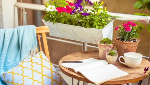 Μπαλκόνι: 7 Έξυπνες και Οικονομικές Ιδέες Διαχωριστικών για να Αποφεύγετε τους Γείτονες