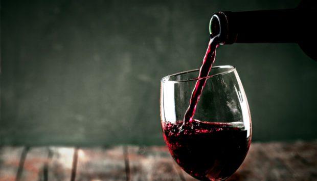 Το Τέλειο Τρικ για να Παγώσετε το Κρασί σε 10 Λεπτά