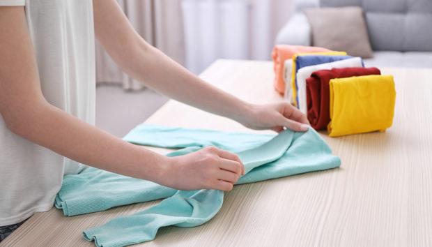 Ξεχάστε Όσα Ξέρατε: Αυτός Είναι ο Πιο Εύκολος Τρόπος Να Διπλώνετε τα Ρούχα σας!