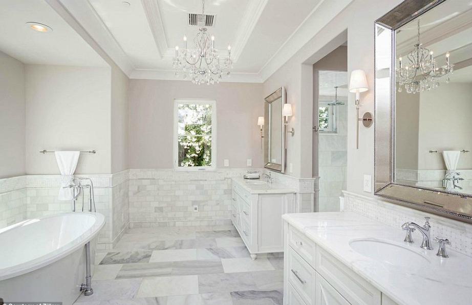Το μπάνιο είναι βουτηγμένο μέσα στη χλιδή!
