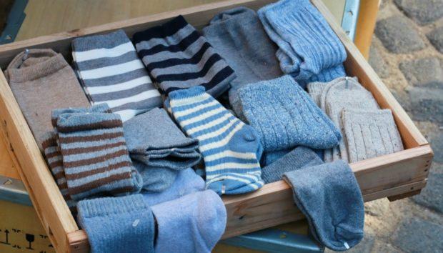 Φτιάξτε Υπέροχες Μπούκλες Χρησιμοποιώντας Κάλτσες (VIDEO)