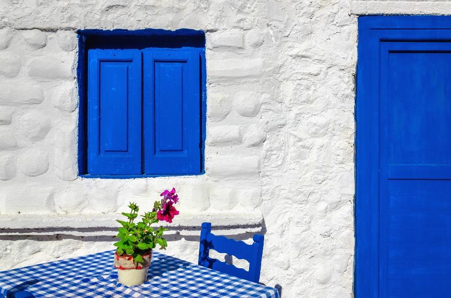 Προσέξτε να τρώτε σε ταβέρνες που σας προτείνουν οι ντόπιοι του κάθε νησιού ή της περιοχής που επισκέπτεστε και όχι κάπου τυχαία.