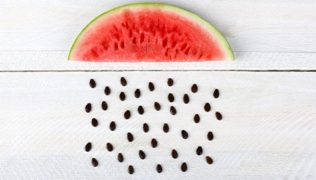 Ο πιο Έξυπνος Τρόπος να Αφαιρέσετε τα Κουκούτσια Από το Καρπούζι! (VIDEO)