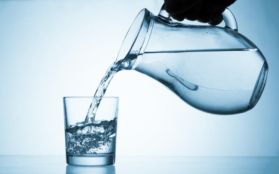 Δύο φλιτζάνια κρύου νερού πριν από κάθε γεύμα είναι αναγκαία για την ενεργοποίηση του μεταβολισμού.