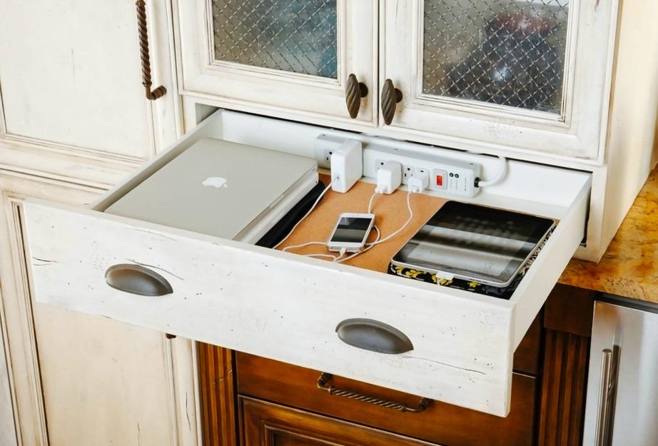 Δεν χρειάζεται πια να απλώνετε τις ηλεκτρονικές σας συσκευές στον πάγκο της κουζίνας όση ώρα φορτίζουν.
