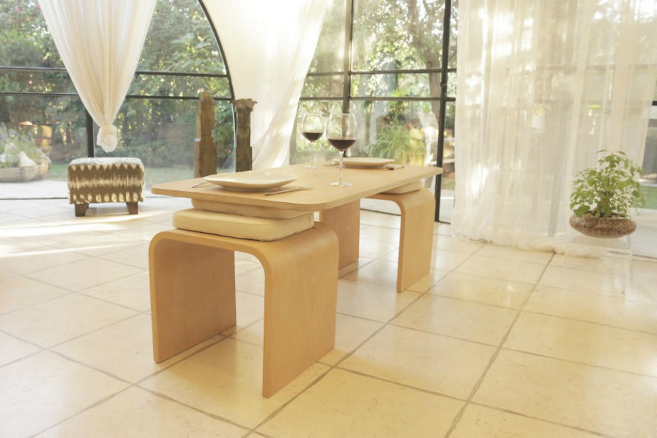 Το τραπέζι επανάσταση είναι ιδιαίτερα κομψό και ταιριάζει εύκολα σε κάθε διακοσμητικό στυλ.