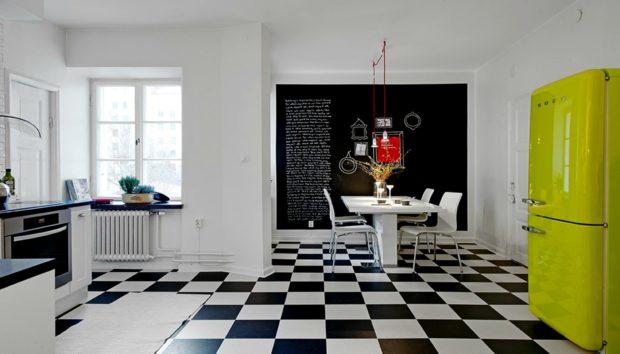 Η Τάση που θα Λατρέψετε: Ασπρόμαυρο Πάτωμα για Υπέροχες Κουζίνες