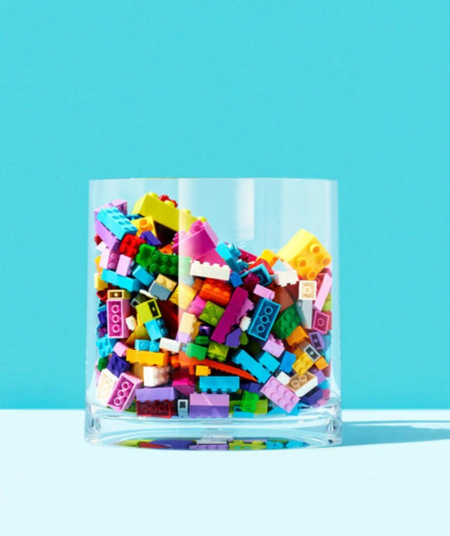 Τα πλαστικά βάζα είναι η ιδανική περίπτωση αποθήκευσης καθώς τα παιχνίδια είναι εμφανή και αποθηκεύονται και εύκολα.