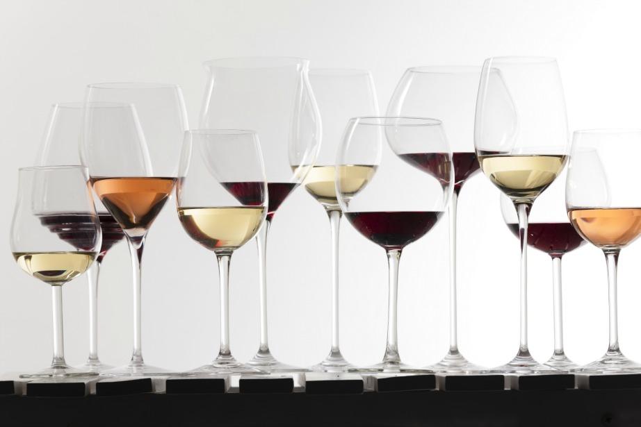 Πολλά και διαφορετικά είδη ποτηριών το καθένα προορίζεται για διαφορετική ποικιλία κρασιού.