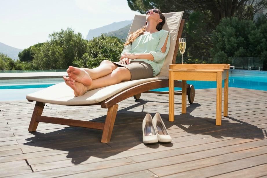 Δε χρειάζεται να έχετε οργανώσει διακοπές για να πάρετε άδεια, απλά ξεκουραστείτε κοιτάζοντας ακόμα και το ταβάνι.