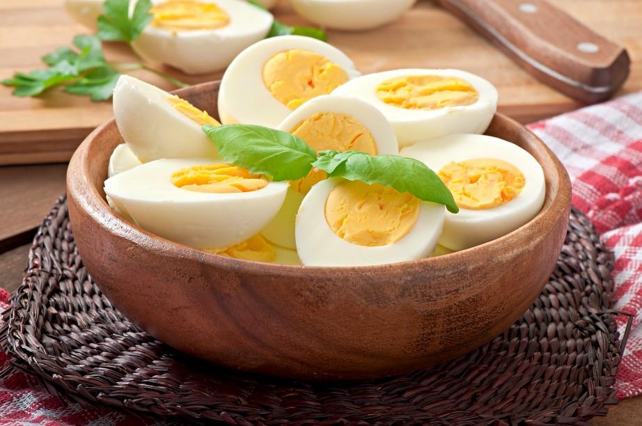 Το ασπράδι του αυγού αποτελείται 45% από πρωτεΐνες, ενώ ένα αυγό μέσου βάρους καλύπτει το 12% των ημερήσιων αναγκών σε πρωτεΐνες ενός άνδρα και το 14% μιας γυναίκας.