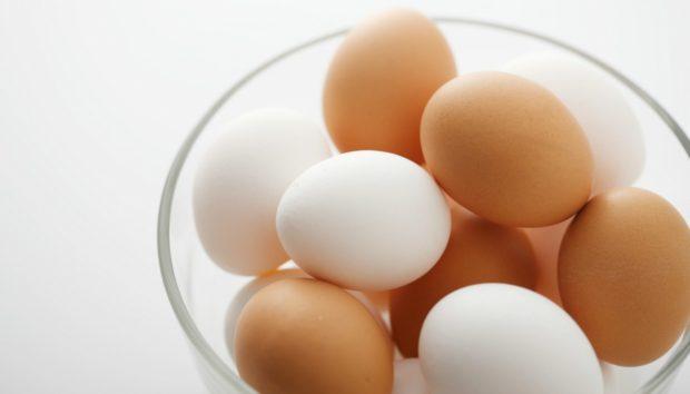 Λευκά ή Καφέ Αυγά; Τι πρέπει να Επιλέγετε;