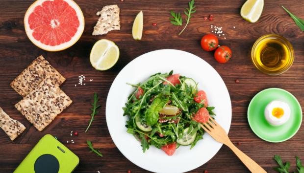 Κάψτε Λίπος Βάζοντας Αυτές τις Τροφές στη Διατροφή σας